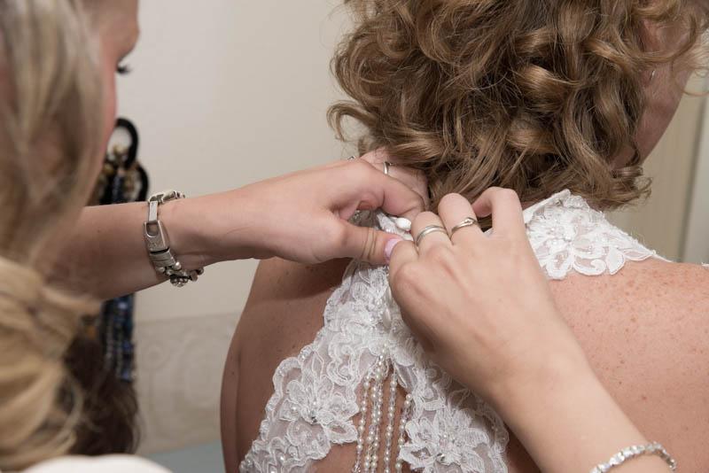 bruid-aankleden1